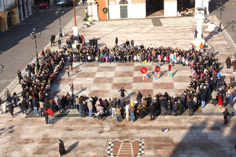 La festa in piazza a Marostica per i 100 anni della scuola nel 2014