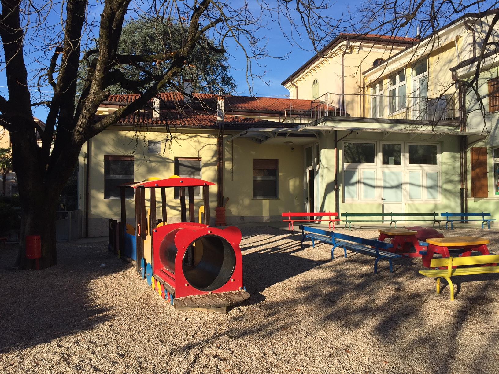 Il cortile della Scuola dell'Infanzia Prospero Alpino di Marostica